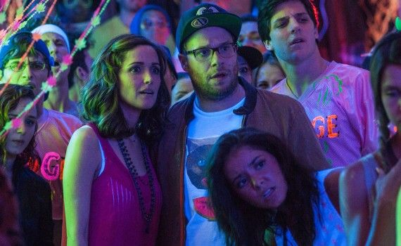 Seth Rogen and Rose Byrne in Neighbors 570x350 Neighbors Trailer #2 & Image Gallery: Family vs. Frat