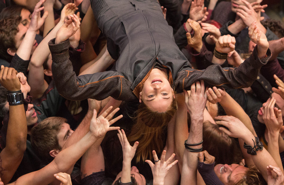 Shailene Woodley crowd surfing in Divergent  Divergent Movie Image Gallery: Shailene Woodley Gets Tough