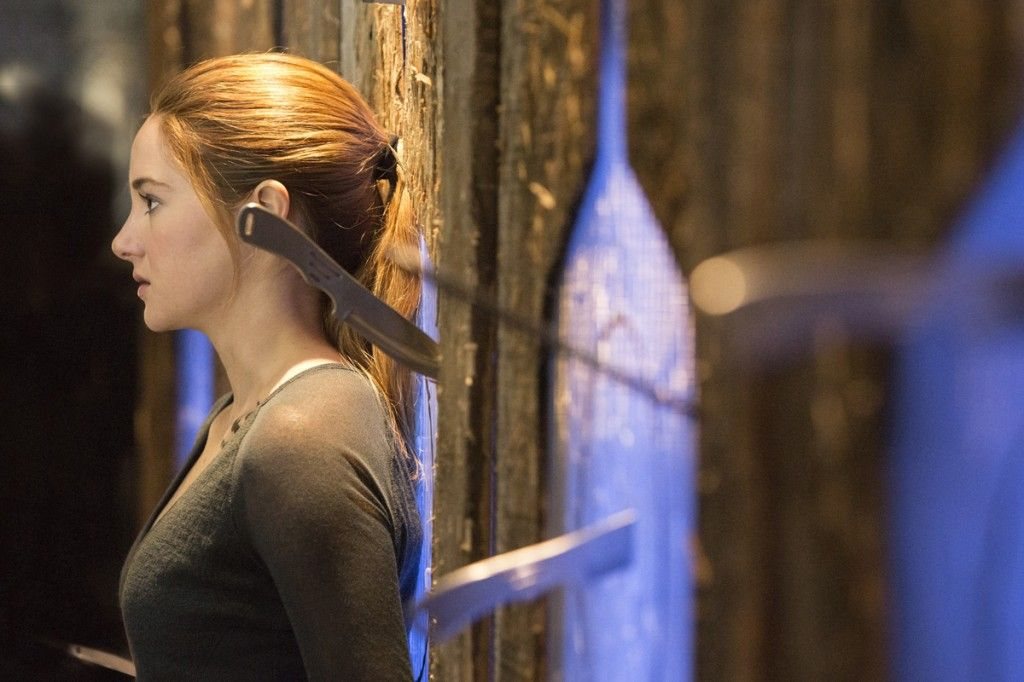 Shailene Woodley dodging knives in Divergent  Divergent Movie Image Gallery: Shailene Woodley Gets Tough
