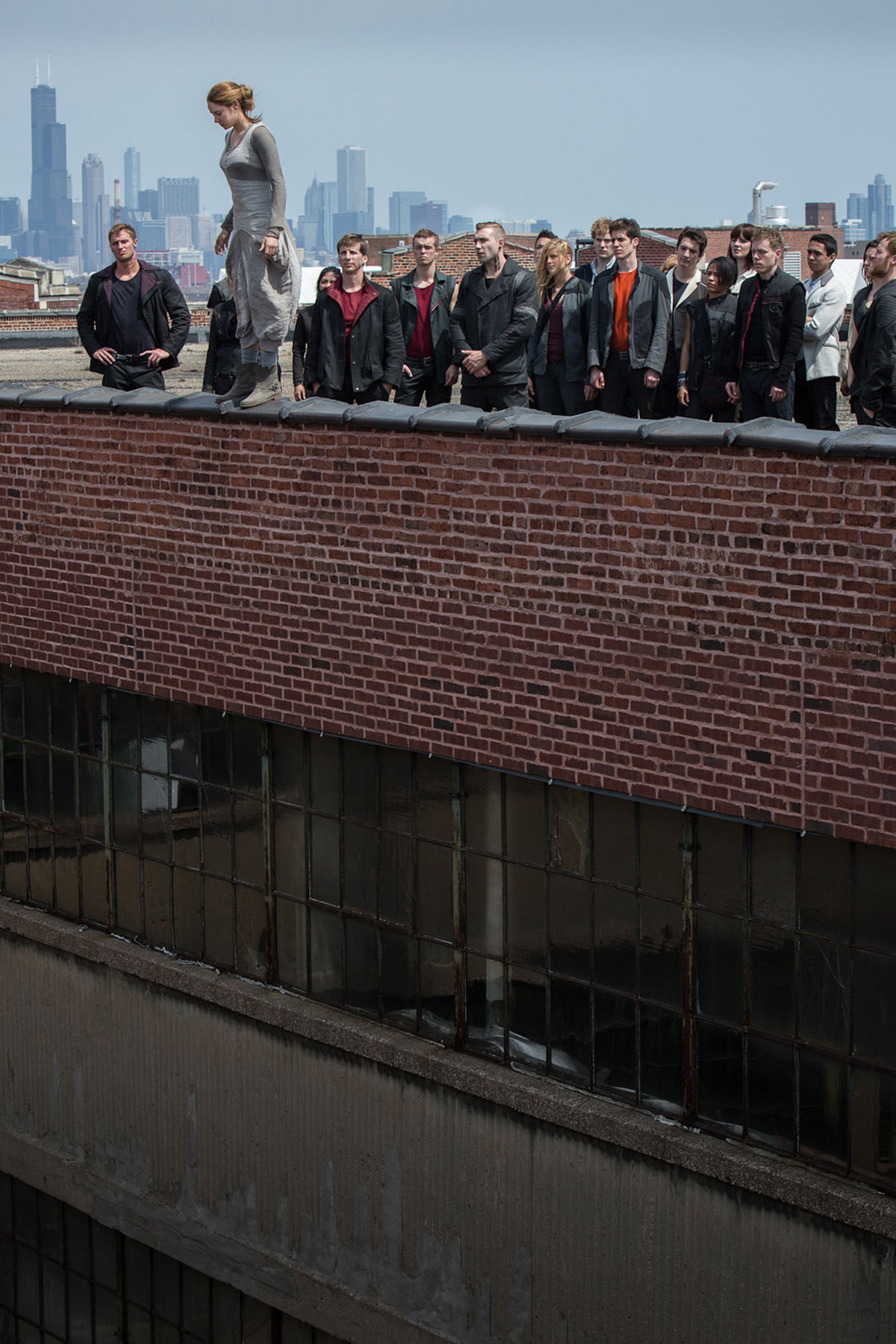 Shailene Woodley on a rooftop in Divergent  Divergent Movie Image Gallery: Shailene Woodley Gets Tough