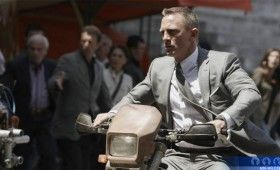 Skyfall behind the scenes motorcycle 280x170 Skyfall: James Bond Behind the Scenes Images