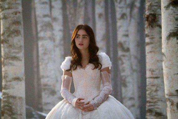Snow White1428 570x380 Lily Collins as Snow White in Mirror Mirror