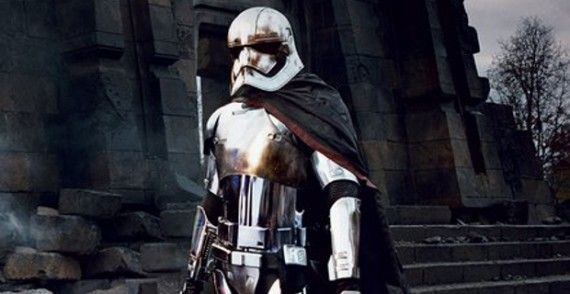 http://screenrant.com/wp-content/uploads/Star-Wars-7-Captain-Phasma-Header-by-Annie-Leibovitz-570x294.jpg