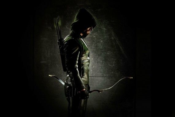 Stephen Amell in Green Arrow Costume 570x380 First Look at New Green Arrow TV Show Costume