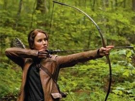 The Hunger Games Katniss Shooting Bow 280x210 New Hunger Games Image: Lionsgates Big Box Office Gamble