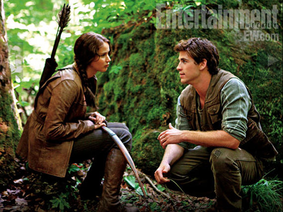 jennifer lawrence and liam hemsworth in the hunger games
