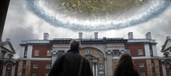 Thor 2 The Dark World London Blackhole Still Trailer 570x253 Thor 2 The Dark World London Blackhole Still Trailer