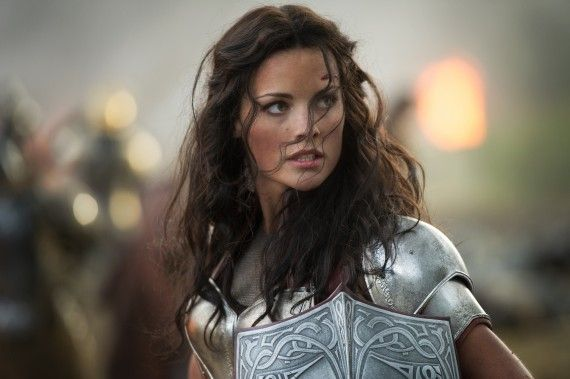 Thor 2 The Dark World Official Photo Sif Jaimie Alexander Closeup 570x379 Tom Hiddleston Would Pick Lady Sif to Play Female Loki