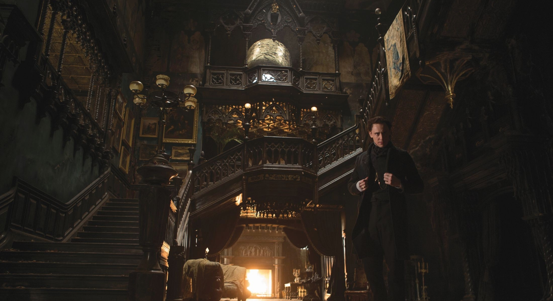 CINE CRÍTICA RÚM - Página 2 Tom-Hiddleston-stars-in-Crimson-Peak-