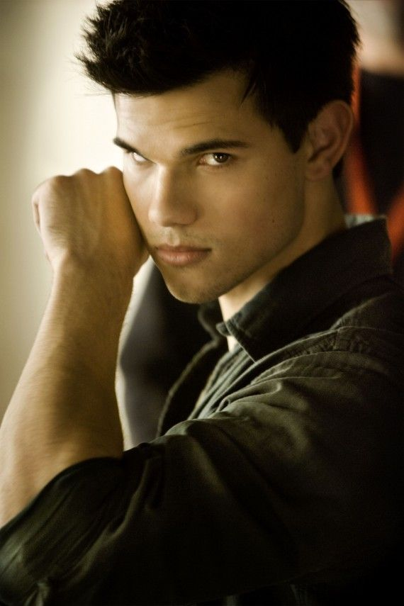 Twilight Breaking Dawn Taylor Lautner Headshot 570x855 THE TWILIGHT SAGA: BREAKING DAWN PART 1