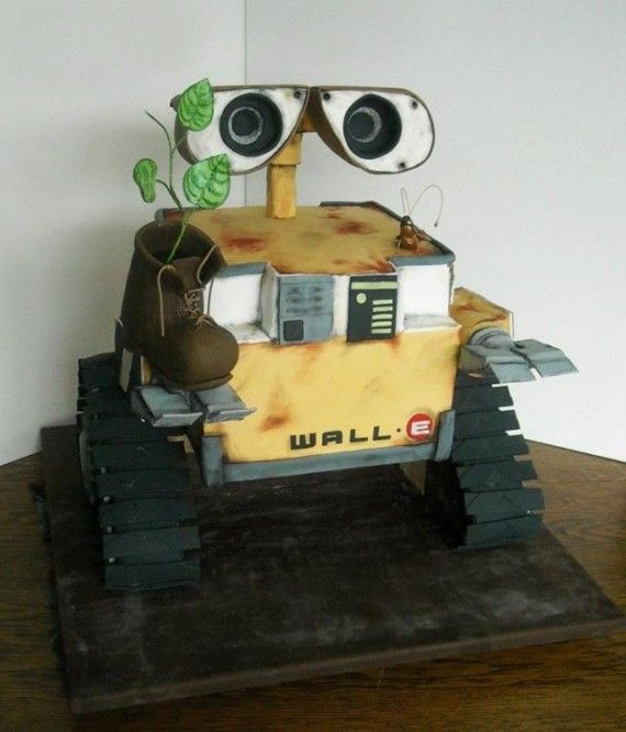 WALL E Cake 570x666 SR Geek Picks: Best Sci Fi Movie Battles, Video Game Food Pyramid & More