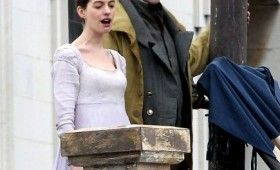 anne hathaway hugh jackman les miserables 280x170 Les Misérables Set Photos with Anne Hathaway & Hugh Jackman