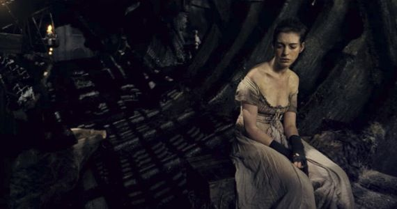 anne hathaway les miserables trailer 'Les Misérables' Trailer: Anne Hathaway Dreams a Dream