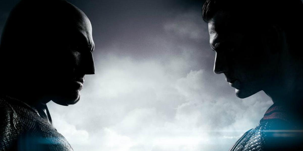 [SORTEO] CELEBRACION BATMAN V SUPERMAN: DAWN OF JUSTICE - Página 3 Batman-v-superman-trailer-poster-comic-con