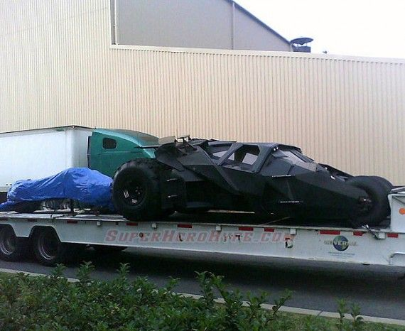 batmobile tumbler dark knight rises 570x466 The Tumbler Batmobile Returns in The Dark Knight Rises Set Photo