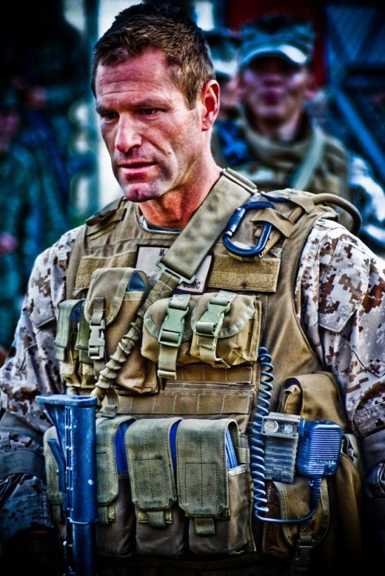 battle los angeles aaron eckhart Check Out Aaron Eckhart in Battle: Los Angeles