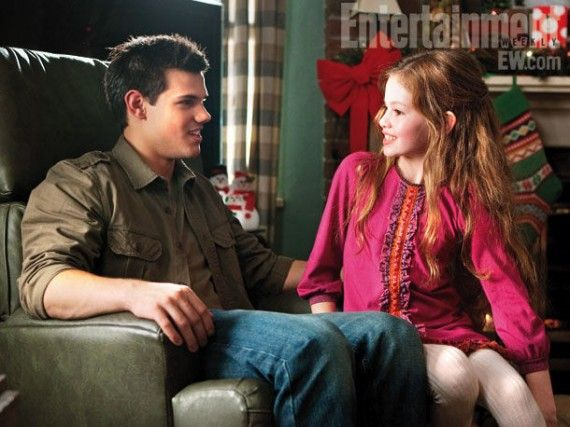 breaking dawn jacob renesmee 570x427 Jacob and Renesmee in Breaking Dawn   Part 2
