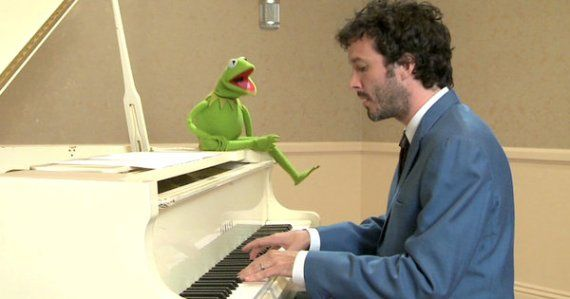 bret kermit still article Bret McKenzie Talks Muppets, Oscars & Hobbit Jam Sessions