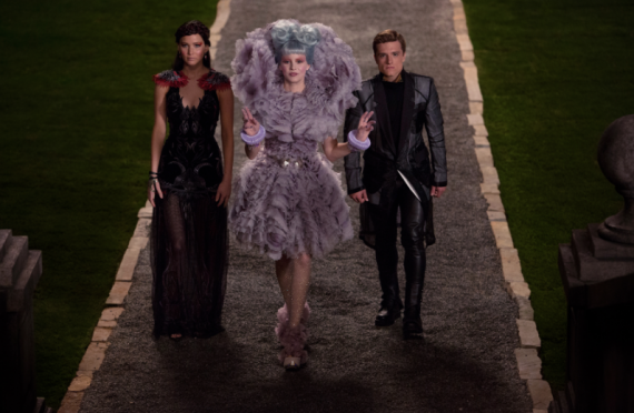 catching fire katniss effie peeta 570x372 Katniss, Effie and Peeta