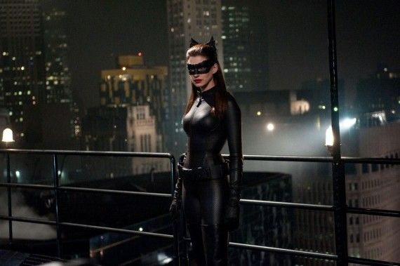 catwoman dark knight rises1 570x379 Anne Hathaway as Catwoman in Dark Knight Rises