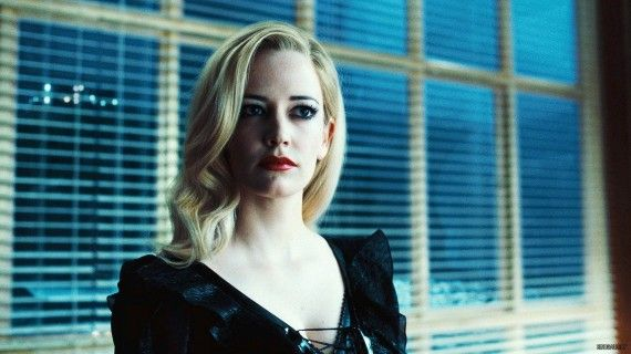 eva green dark shadows movie image 4 570x320 The sorceress Angelique in Dark Shadows