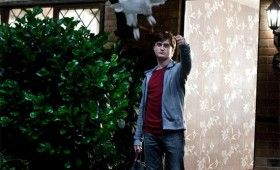 harry potter deathly hallows daniel radcliffe hedwig 280x170 9 Hi Res Photos from Deathly Hallows Part 1