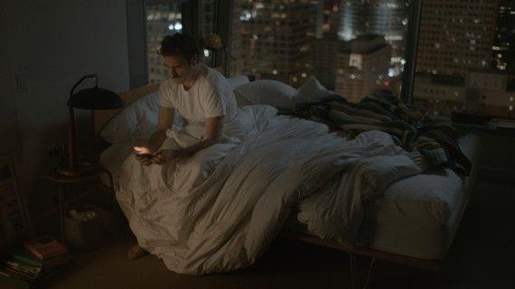 her joaquin phoenix 17 570x320 Joaquin Phoenix in Bed in the film Her
