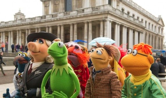 muppets most wanted 570x339 Muppets Most Wanted Interview: Kermit and Miss Piggy on Romance & Crime Drama
