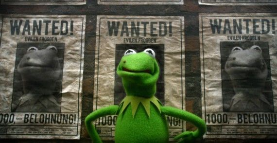 muppets most wanted kermit 570x294 Muppets Most Wanted Interview: Kermit and Miss Piggy on Romance & Crime Drama