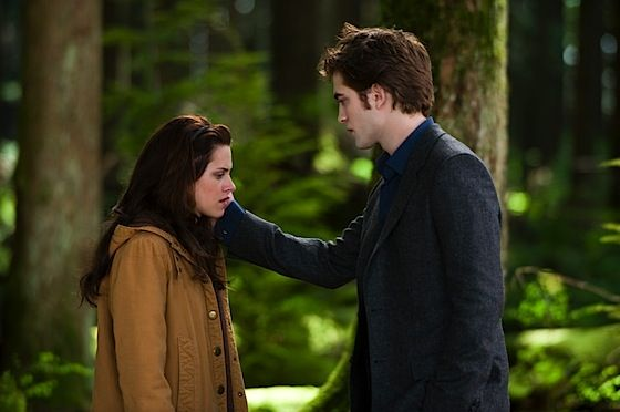 new moon edward and bella Three Stills From New Moon