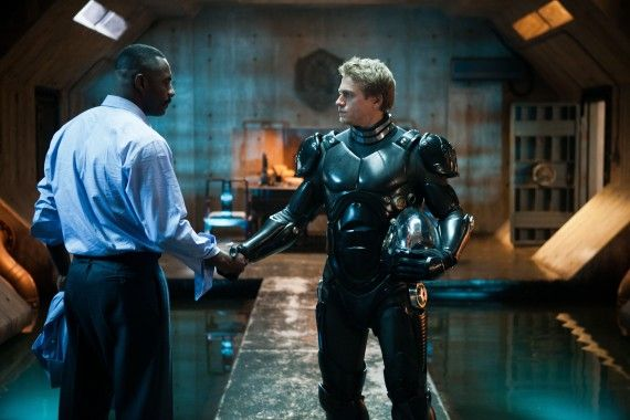 pacific rim idris elba charlie hunnam 570x380 Idris Elba and Charlie Hunnam in Pacific Rim