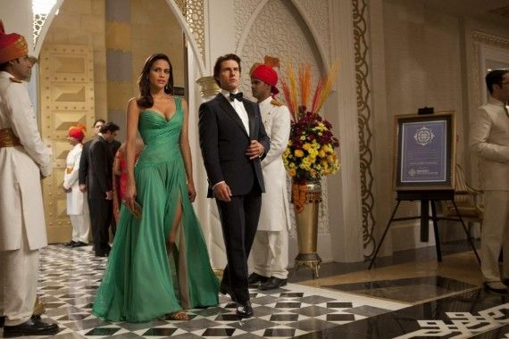 paula patton tom cruise 570x380 Paula Patton and Tom Cruise in Mission: Impossible   Ghost Protocol