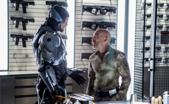robocop joel kinnaman jackie earle haley 570x350 RoboCop Viral Clip and Hi Res Images Present the RC 2000