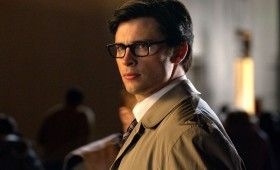 smallville booster clark kent reporter 280x170 Smallville: Booster Preview   Superhero Infomercials & Phone Booths