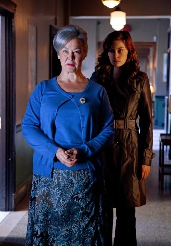 smallville season 10 abandoned 05 Abandon    Christine Welles as Granny Goodness and Cassidy Freeman as Tess Mercer in SMALLVILLE