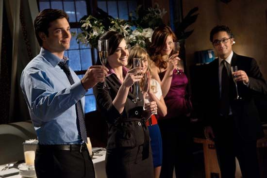 smallville season 10 icarus lois clark proposal 08 Smallville Icarus: Engagement Party Toast