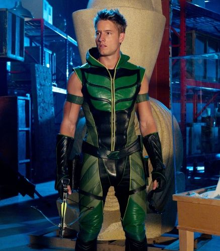 smallville season 10 isis photos 05 Isis    Justin Hartley as Green Arrow (Oliver Queen) in SMALLVILLE