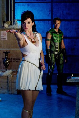 smallville season 10 isis photos 08 Isis    Erica Durance as Isis/Lois Lane and Justin Hartley as Green Arrow (Oliver Queen) in SMALLVILLE