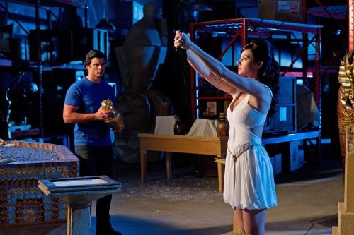 smallville season 10 isis photos 12 Isis    Erica Durance as Isis/Lois Lane and Tom Welling as Clark Kent in SMALLVILLE