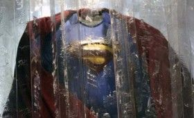 smallville superman suit 280x170 Smallville: First Look at Lex Luthor; Superman Suit Returns