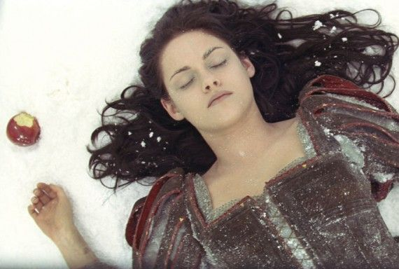 snow white and the huntsman movie image kristen stewart 570x384 Kristen Stewart in Snow White and the Huntsman