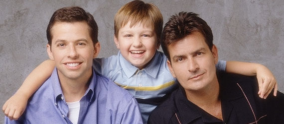 two and a half men cast photo1 Two and a Half Men Star Says Stop Watching, Calls the Show Filth   Is He Right?